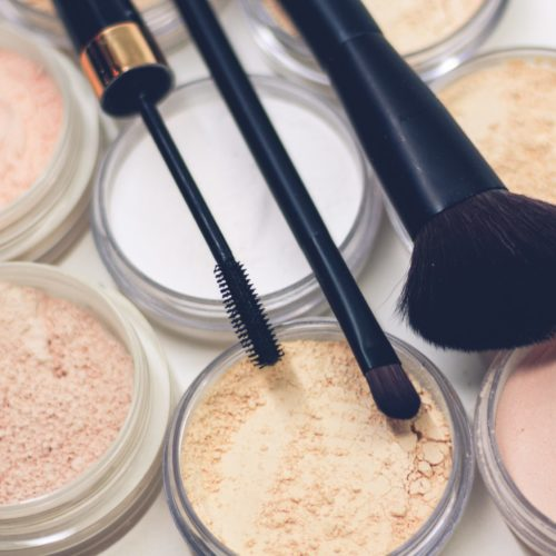 8 Best Setting Powders for Dry Skin in 2020
