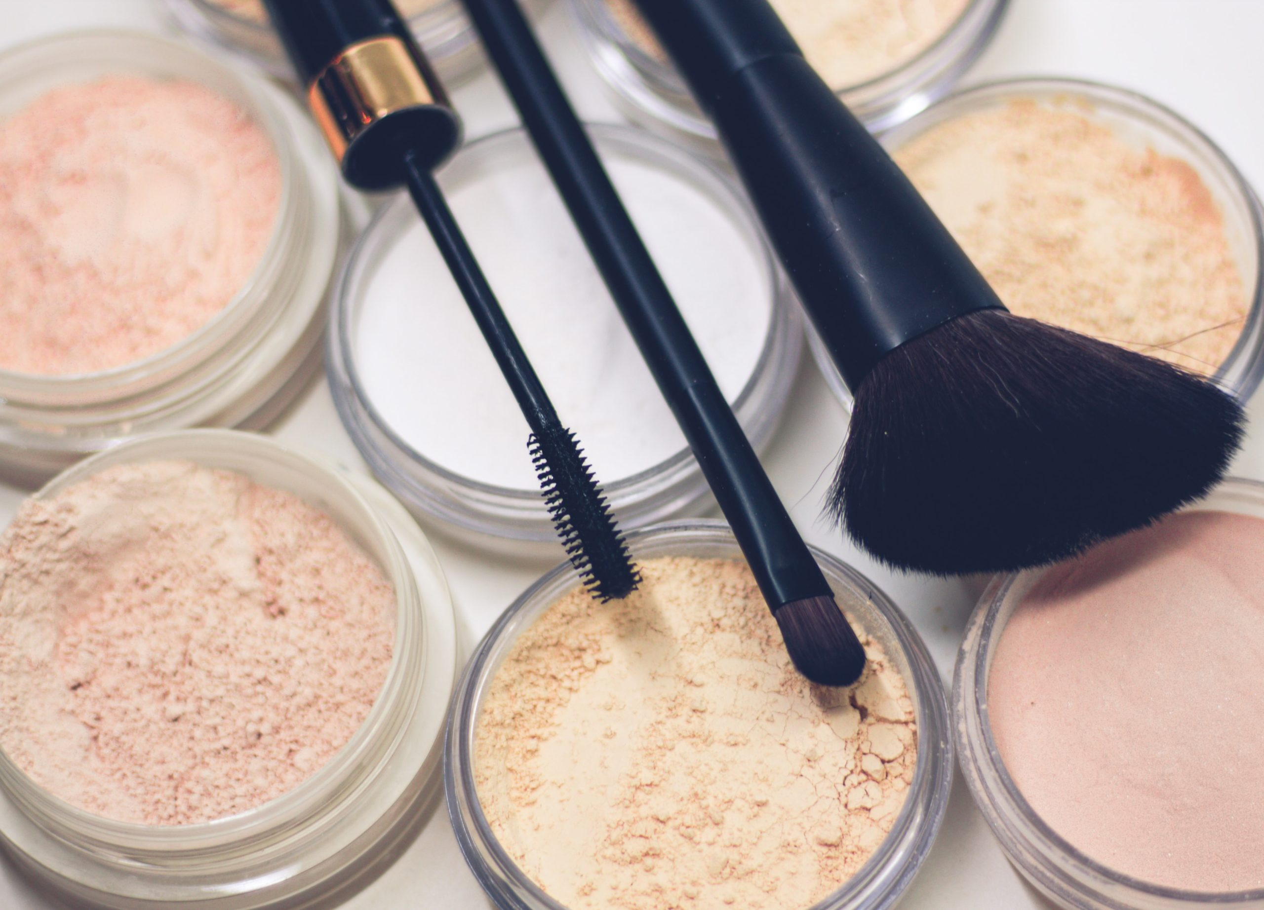8 Best Setting Powders for Dry Skin in 2021