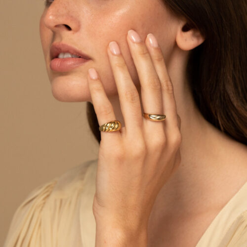 """Mejuri Reviews: Is Their """"Affordable Luxury"""" Jewelry Worth It?"""