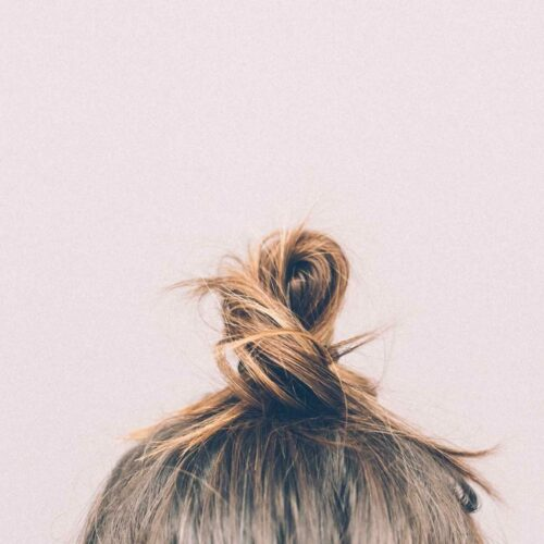 8 Best Natural Hairsprays for Healthy Hair and Healthy Planet