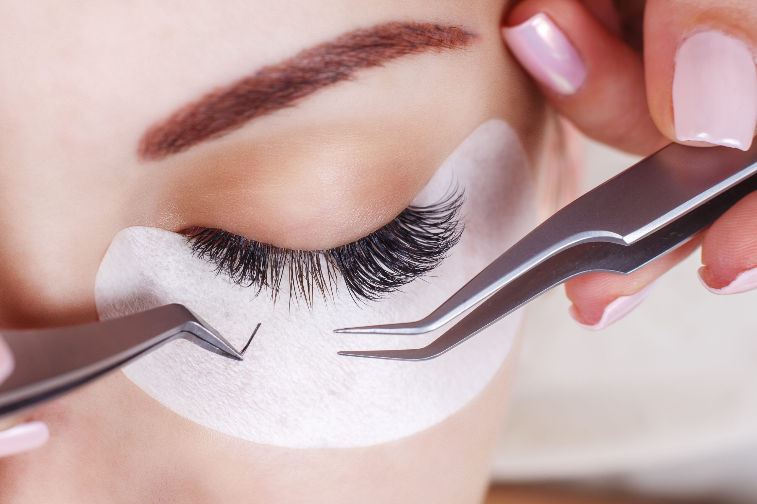 How to Remove Eyelash Extensions (Without Ruining Your Lashes)