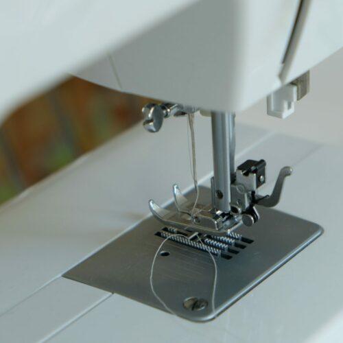 Handheld Sewing Machine 101 – Worth It? (Best Machines)