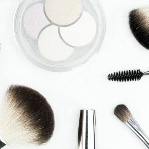 20 Best Travel Makeup Products + Tips From a Pro