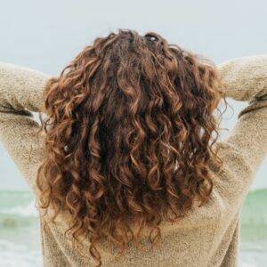 How to Curl Short Hair in 5 Easy Steps
