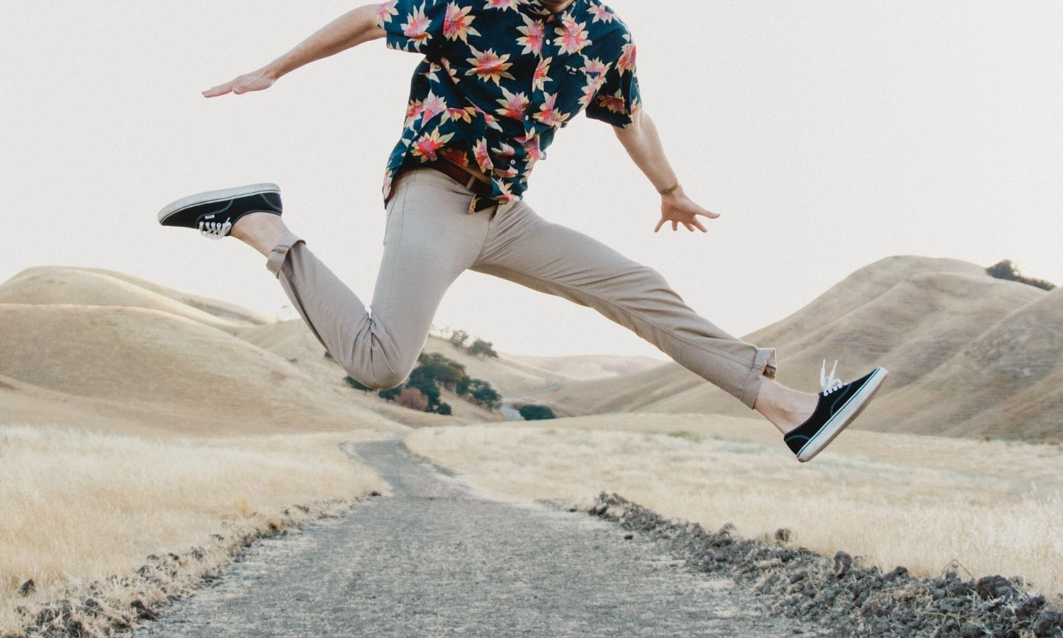 Chinos vs. Khakis: What's the Difference? + How to Style Them