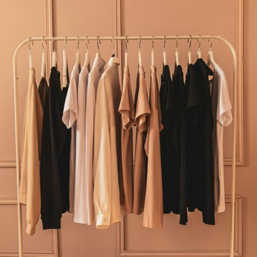 22 Minimalist Clothing Brands To Minimize Morning Stress